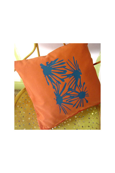 coussin orange coussins la paix des m nages. Black Bedroom Furniture Sets. Home Design Ideas